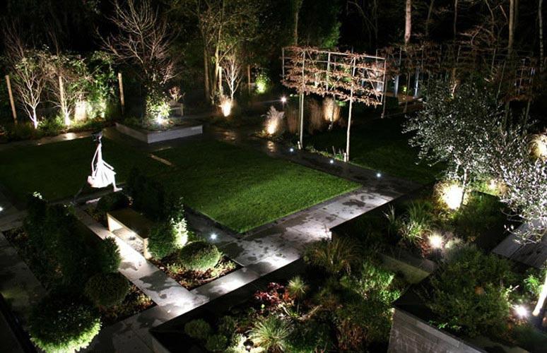 Luces led para exteriores una ayuda de bajo coste a la for Luces exterior jardin